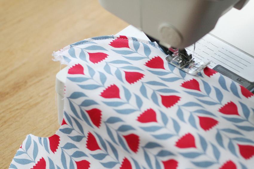 Couture bavoir - surpiqûre pour maintenir les tissus ensemble