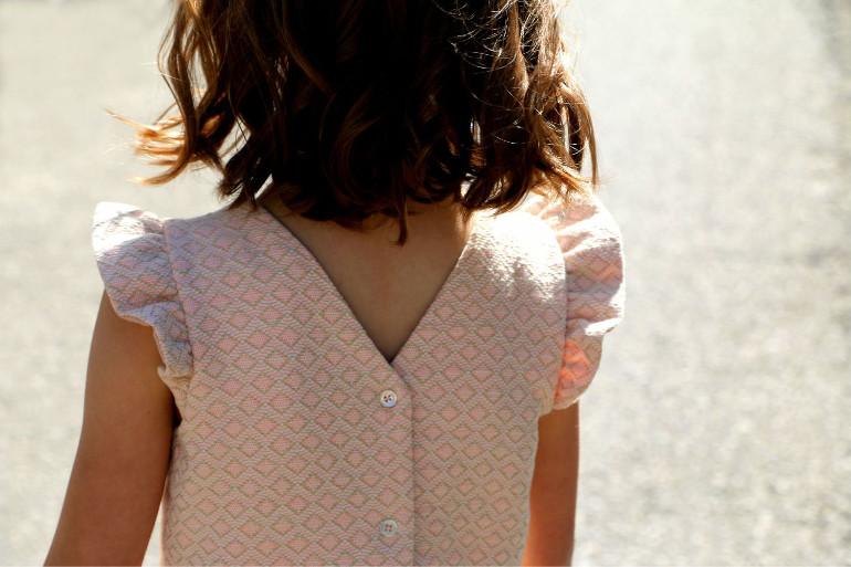 details robe hanami - dos boutonné