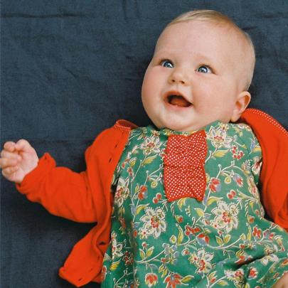 Robe bébé vintage et gilet rouge