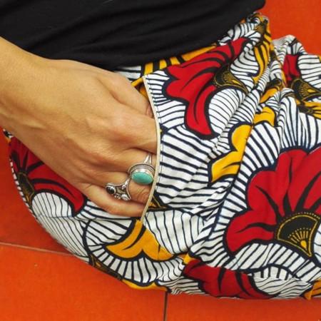 Pantalon Camomille en wax - Magiicmag - détail poches avec passepoil doré