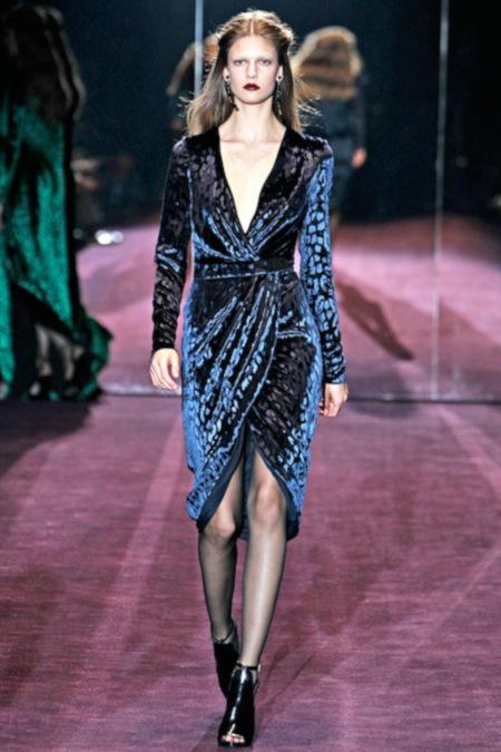 Robe haute couture en panne de velours