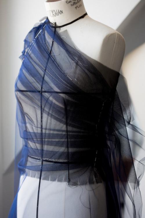 Dior - Moulage du buste de la robe d'Emilia Clarke