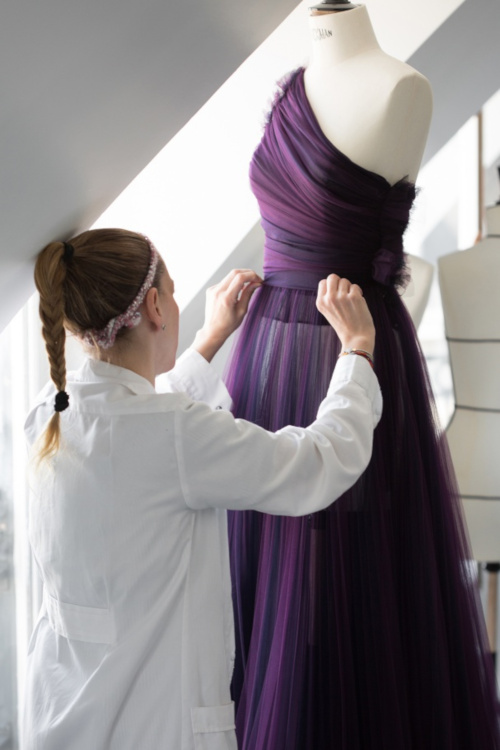 Dior - Moulage de la robe d'Emilia Clarke