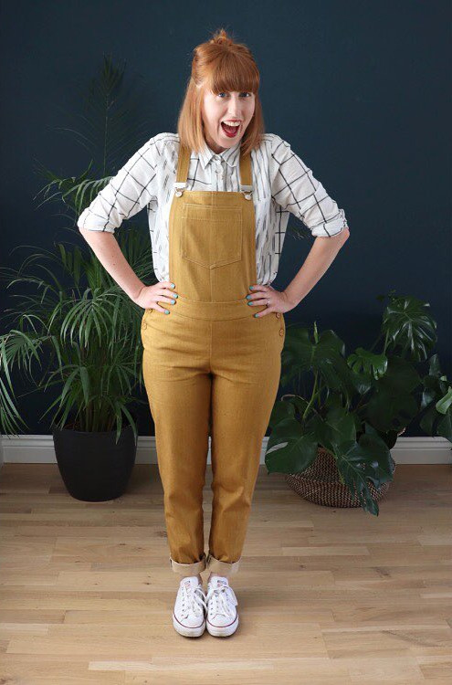 Mila dungarees en denim moutarde cousu par @gingerthreadgrl - patron Tilly and the buttons
