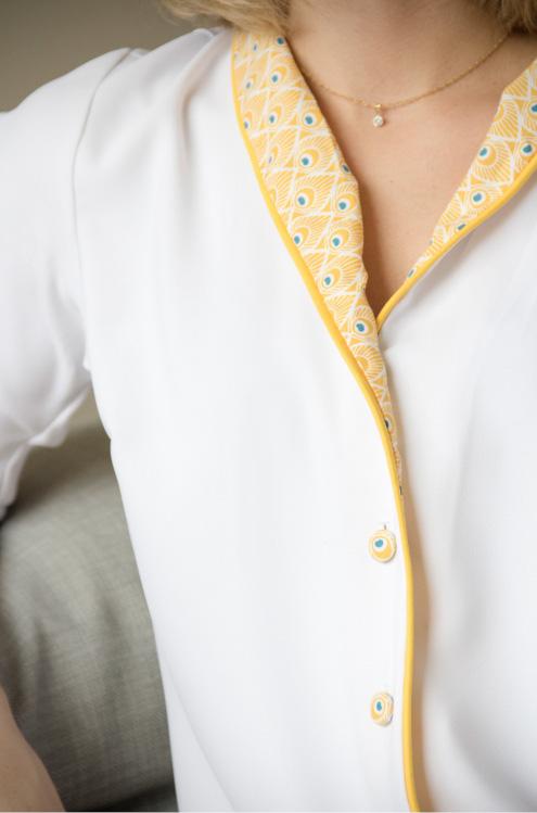 Zoom sur la veste de pyjama février de Charlotte Auzou - BRIZANE