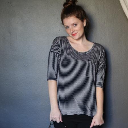 Hemlock Tee par @truebias - patron t-shirt gratuit Grainline Studio