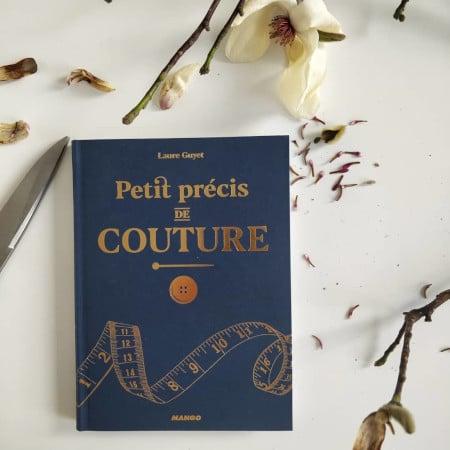 Paetit Précis de couture chez Mango Editions