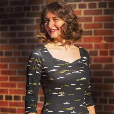 Top Badiane en jersey imprimé nuages - patron gratuit de Christelle Beneytout