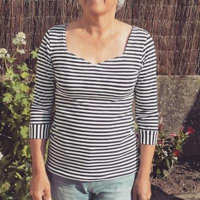 Top Badiane à rayures - patron gratuit de Christelle Beneytout