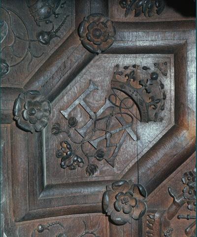 Rose tudor sculptée dans les boiseries du King's College