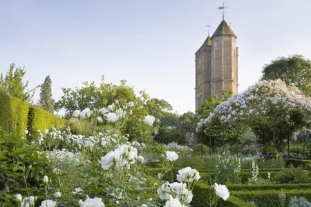 White garden - Sissinghurst Castle dans le Kent (Angleterre)