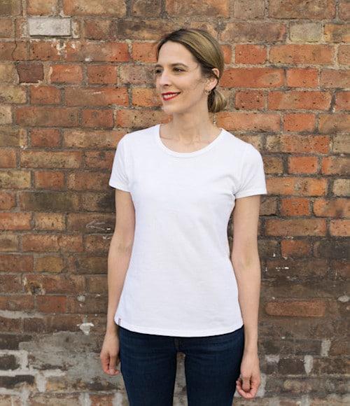 Tee-shirt basique blanc - Le t-shirt propre - Anne de Dressing Idéal
