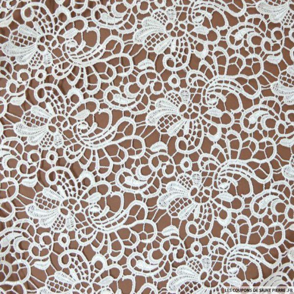 tissu pour robe de mariée : guipure Les Coupons de Saint Pierre