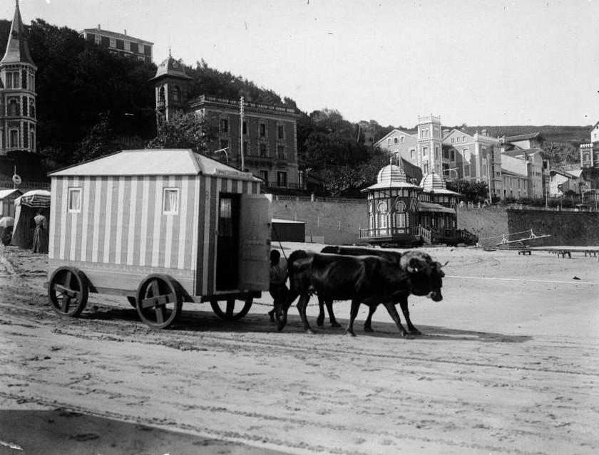 Cabine de plage mobile - photo ancienne