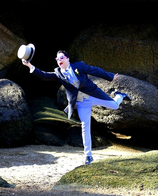 La marié en pantalon Aime comme Macadam bleu