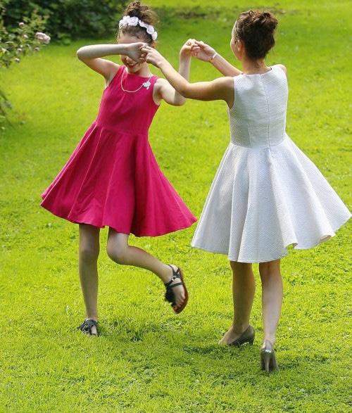 Robes fait-main des demoiselles d'honneur - patron mini-demoiselle de Louis Antoinette