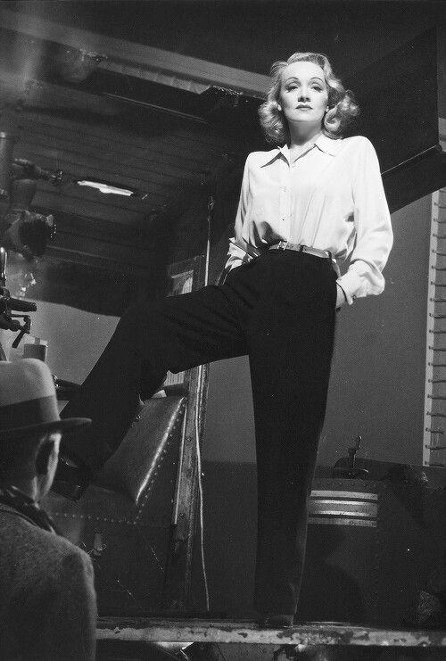 Marlène Dietrich en pantalon