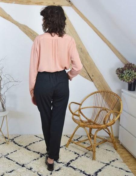 Pantalon à plis Gambette vu de dos - patron Cousette patterns