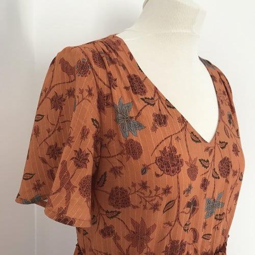 Détails des épaules patron Maya hacké en robe longue d'été