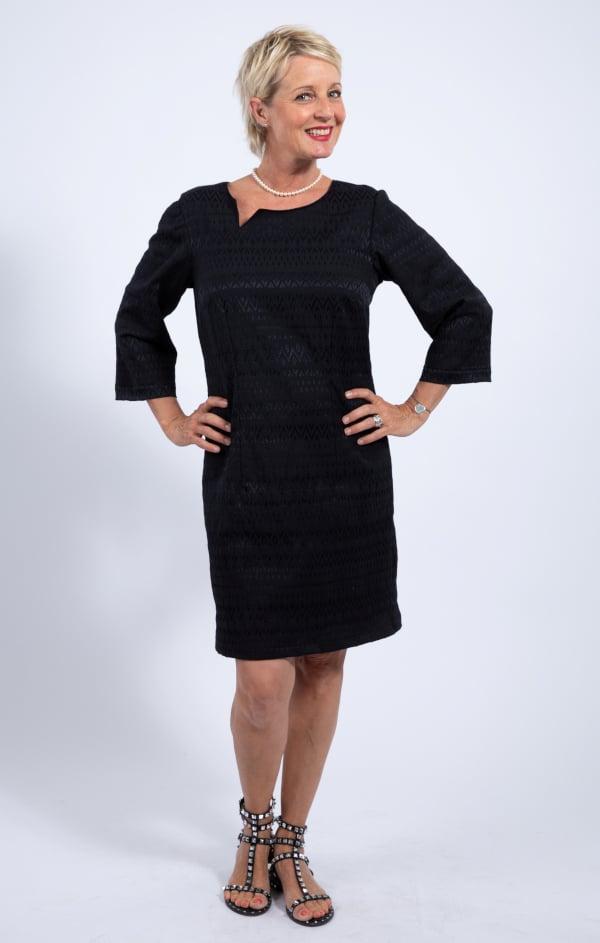 Robe noire extraite du livre 1001 robes de Michèle Thénot