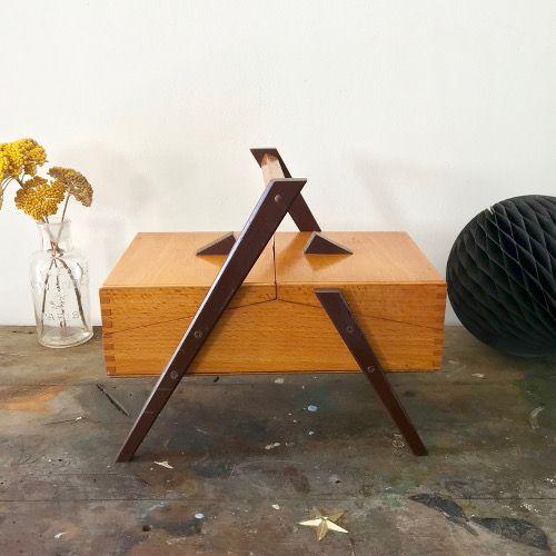 Petite travailleuse en bois vintage
