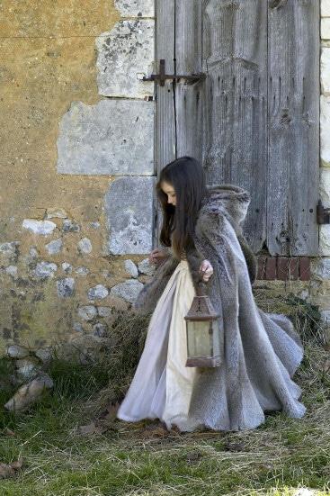 Robe et cape Peau d'ane - Contes de fée intemporels - Astrid Provost