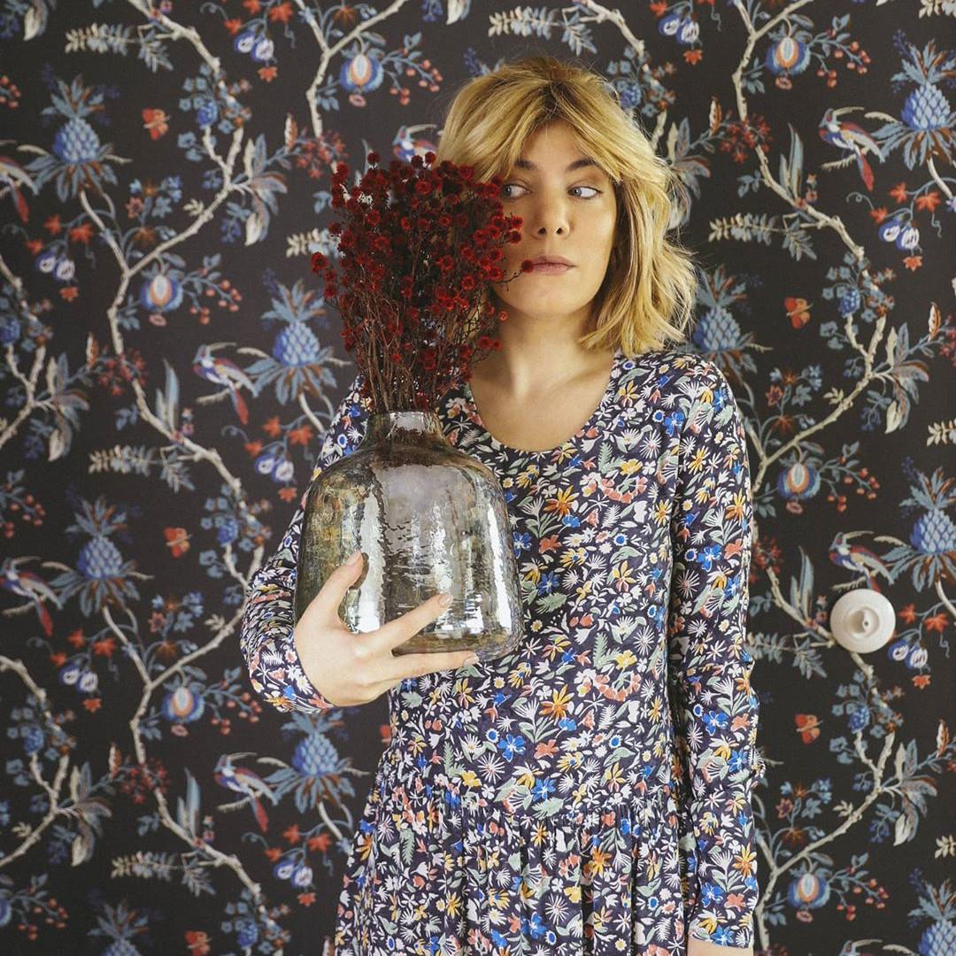 Camouflage challenge - robe assortie au papier peint