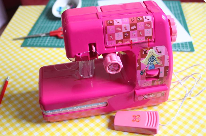 Machine à coudre jouet Barbie - Crédit photo : Et puis la neige elle est trop molle
