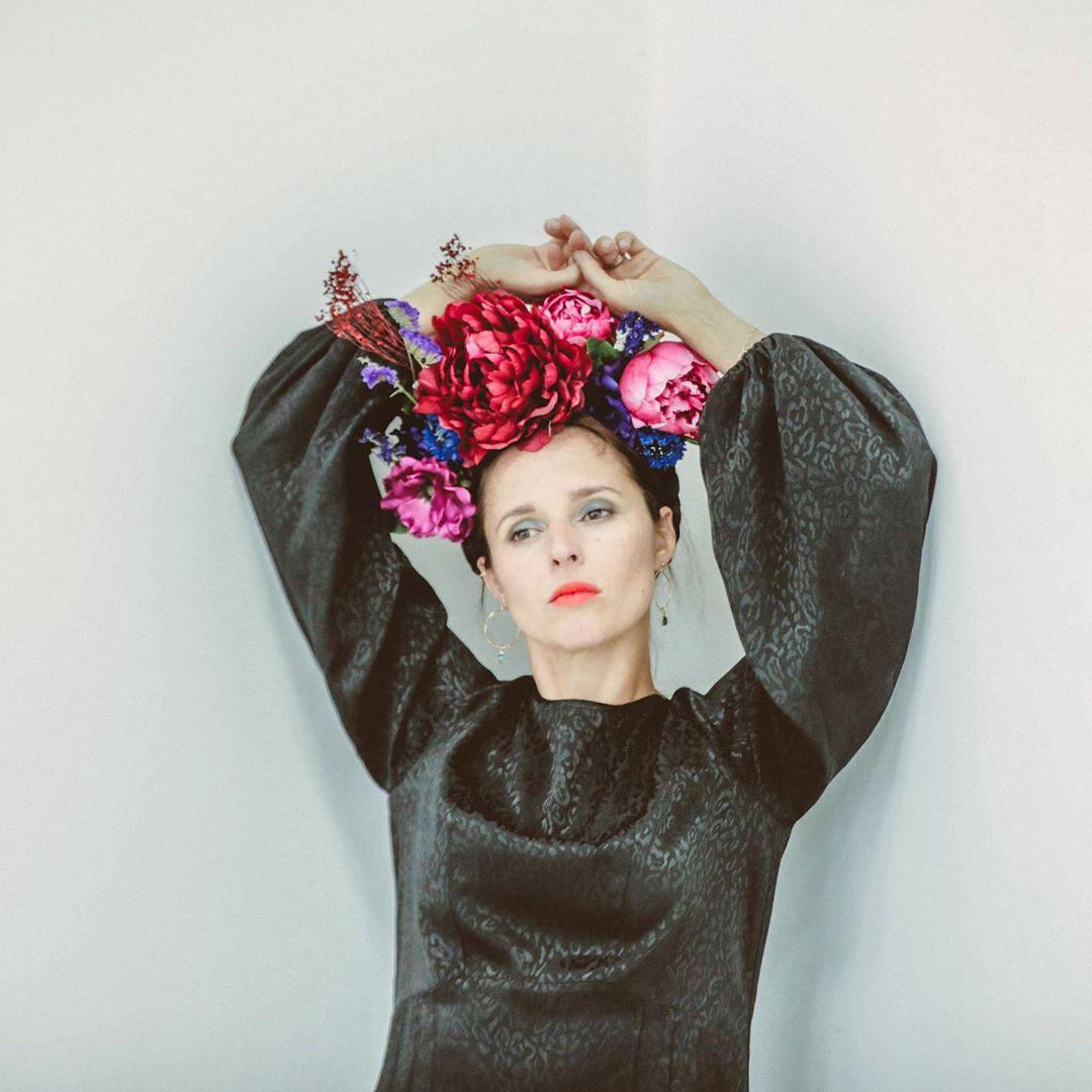 Emilie de Maison Fauve en blouse Maia - collection Sew Me Ballets Russes