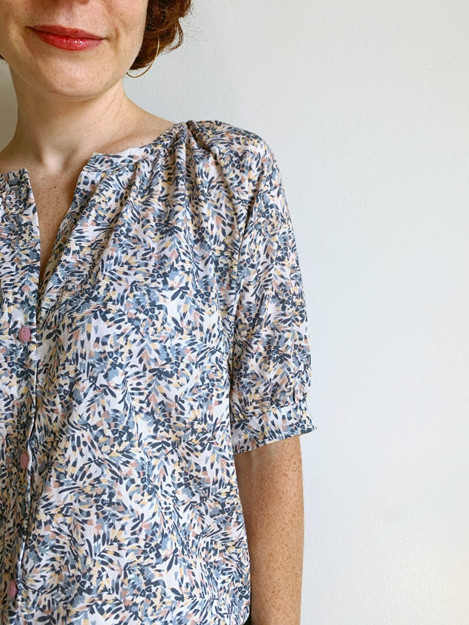 Détails fronces de la blouse Campanule