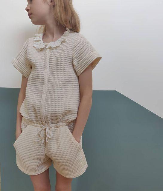Patron combinaison Marieke Ikatee - @thefamilyraisin version tissu nid d'abeille